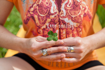Meditation mit Glücksklee