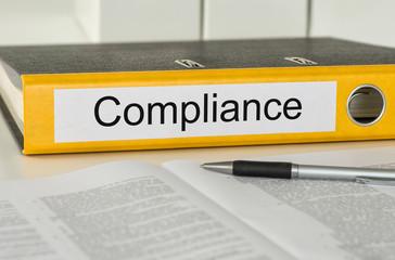 Aktenordner mit der Beschriftung Compliance