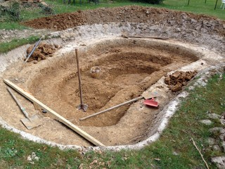 Bassin de jardin en cours de construction