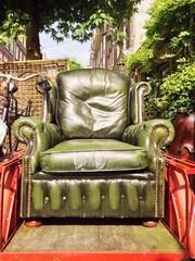 Grüner Sessel im Freien