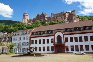 Karlsplatz Heidelberg mit Schloss im Hintergrund