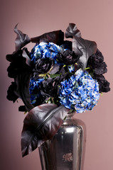 bouquet of roses and hydrangea in a vase