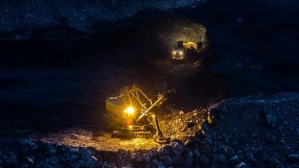 погрузка угля экскаватор ночью