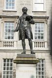 Statue von Oliver Goldsmith beim Trinity College, Dublin poster