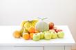キッチンテーブルの上のフルーツ