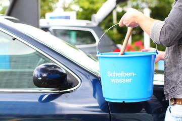 Autoscheibe sauber machen