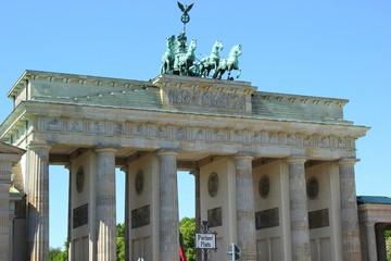 Das weltberühmte Brandenburger Tor mit der Quadriga