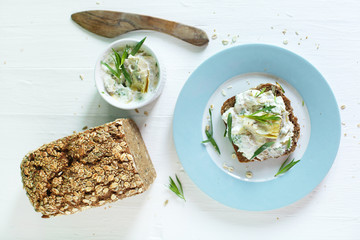 Wholegrain sourdough bread with cottage cheese and artichoke