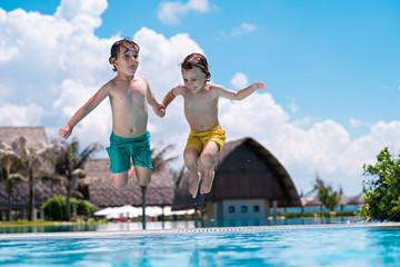 Diving together
