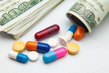dólares y píldoras