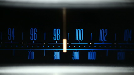 Finding FM radio station - very shallow DOF