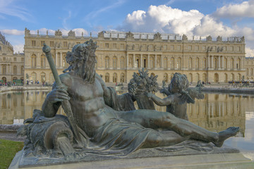versailles Chateau, Statue and fountain view