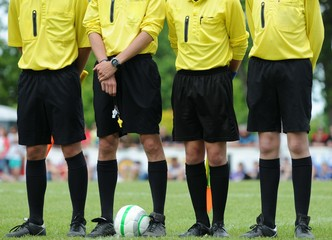 les arbitres au football