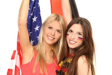 Hübsche Amerikanerin und Deutsche feiern gemeinsam