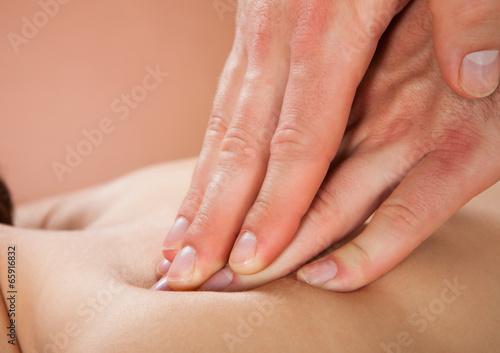 Therapist Massaging Female Customer's Back At Spa - 65916832