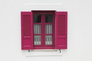 Holzfenster mit Fensterläden