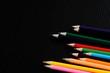黒背景と色鉛筆