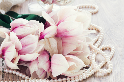 Fotobehang Magnolia magnolia flowers with pearls