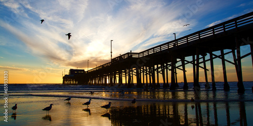 Poster Watervallen Newport Beach California Pier at Sunset in the Golden Silhouette
