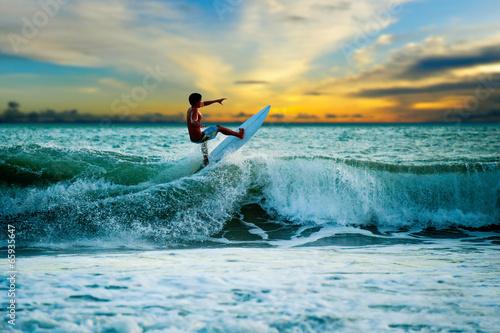 Leinwandbild Motiv Athletic surfer with board