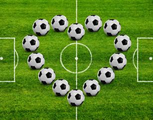 Fußballfeld mit Fußballherz