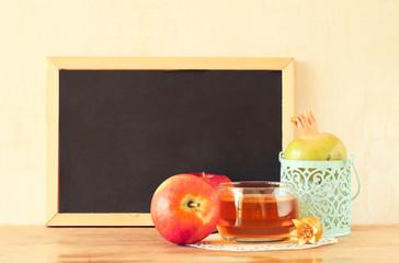empty blackboard, apple, honey and pomegranate. rosh hshanah con