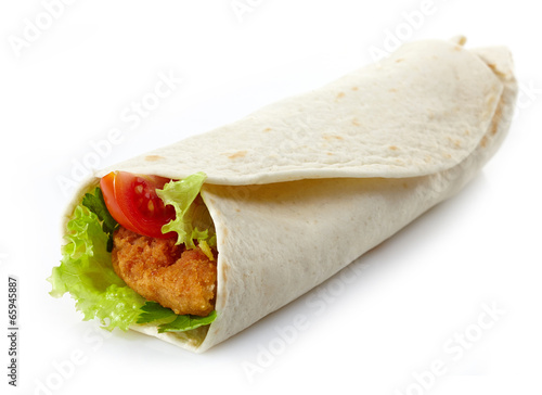 Keuken foto achterwand Snack Wrap with fried chicken and vegetables