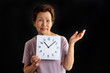 高齢者の女性と過ぎていく時間