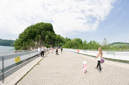Leinwanddruck Bild korona zapory wodnej w Solinie, Bieszczady, Polska