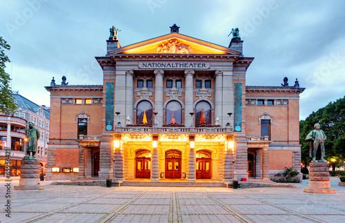 Leinwanddruck Bild National Theatre in Oslo - Nationaltheatret