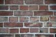 Ziegelmauer an altem Bauernhaus