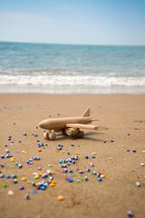 deniz kenarında uçak