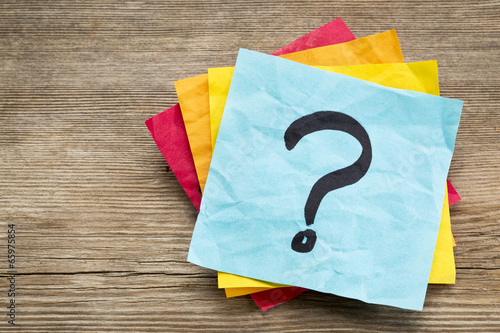 question mark on sticky note - 65975854