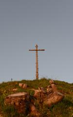 Gipfelkreuz im Sonnenschein