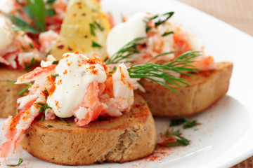 Crab meat with toast, sauce and fresh herbs