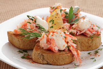 Crab meat with toast, sauce and  herbs