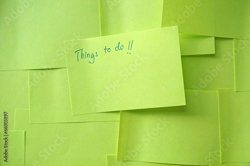 Leinwanddruck Bild Close up of a sticky note saying Things To Do list