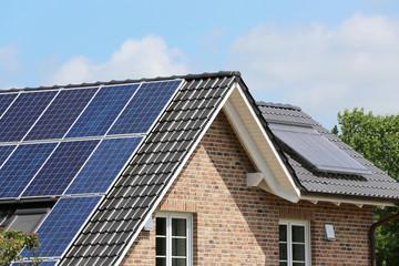 Solarthermie und Photovoltaik auf Dach