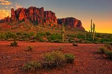 "Постер, картина, фотообои ""Desert sunset with mountain near Phoenix, Arizona, USA"""