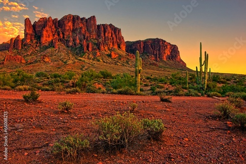 Leinwanddruck Bild Desert sunset with mountain near Phoenix, Arizona, USA