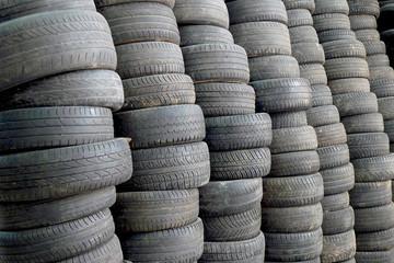 mur de pneus