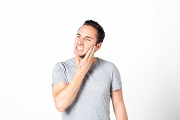 Mann mit Zahnschmerzen