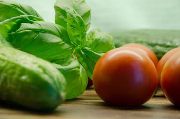 Gurken, Tomaten, Basilikum