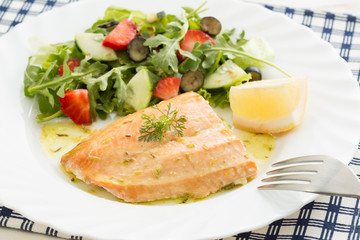 roasted wild salmon (low fat) fillet with berries salad