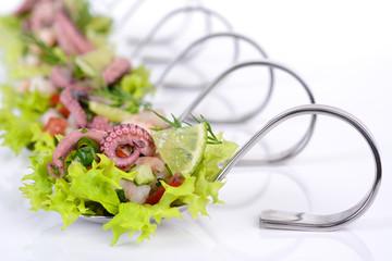 Löffelhäppchen mit Fischsalat