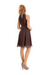 Elegante junge Frau im Kleid