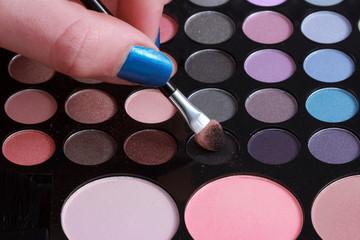 Paleta de sombras y maquillaje