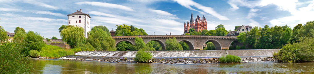 Panorama von Limburg mit Lahn, Alter Brücke und Georgsdom