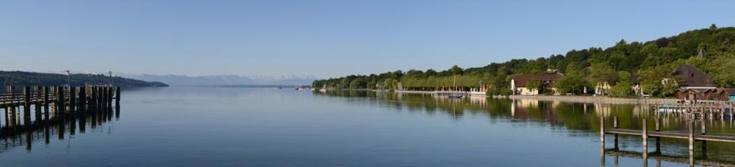 Blick über den Starnberger See auf die Zugspitze