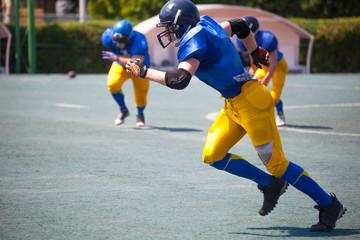 american football athletes running